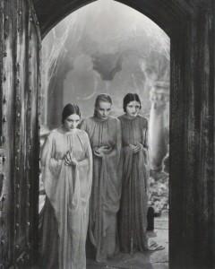 0980-Dorothy-Tree-Geraldine-Dvorak-Cornelia-Thaw-Dracula-1931-